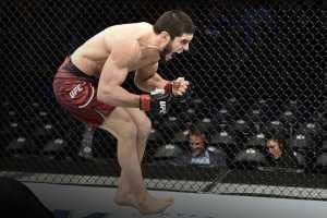 Ислама Махачева снимают с турнира UFC 254