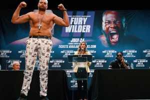 Тайсон Фьюри готов драться с Фрэнсисом Нганну в октагоне по особым правилам